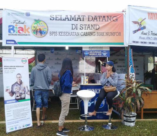 Terlihat Stand BPJS Kesehatan Cabang Biak di kawasan pelaksanaan festival Biak Munara Wampasi