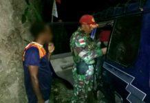 Personel Satgas 501 Kostrad Pos Skamto saat menggelar sweeping, Selasa (21/8/2018) dini hari