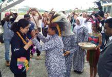 Penyambutan kedatangan Menteri Kesehatan Nila Moeloek di Kabupaten Teluk Bintuni, Provinsi Papua Barat, Rabu (29/08/2018)