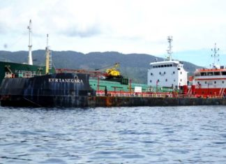 Dua kapal yang ditangkap Dir Polairud Polda Papua atas dugaan melakukan tranfer BBM secara illegal di tengah laut