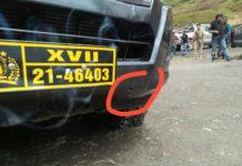 Bemper depan mobil patroli milik Polres Puncak Jaya yang terkena tembakan KKB