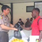 Penyerahan jenazah korban kecelakaan pesawat Dimonim Air PK – HVQ Tipe PAC 750XL di Oksibil kepada pihak keluarga
