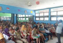 Caption : Nampak Terlihat Guru-guru SMA N 1 Sentani saat mendengarkan Materi terkait kurikulum 2013 (K13). di Sentani, Senin (15/10/2018) siang. Foto : Ist/PapuaSatu.com