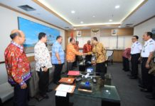 Caption: Tim road show PON XX Papua dibawah pimpinan Wakil Gubernur Papua, Klemen Tinal, SE.,MM melakukan pertemuan bersama Menteri Perhubungan Republik Indonesia di Jakarta, Kamis (8/11/2018).