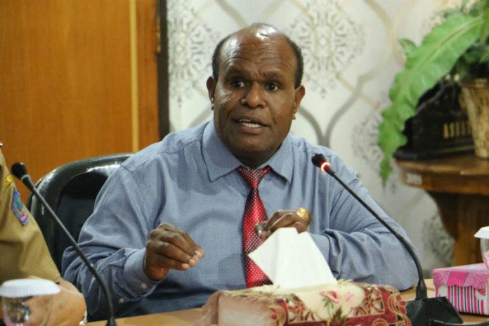 Caption: Ketua Pokja Agama MRP Yoel Mulait,SH.