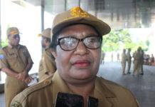 Caption: Ribka Haluk, Kepala Dinas Sosial, Kependudukan Catatan Sipil Provinsi Papua. Foto: Piet Balubun / PapuaSatu.com