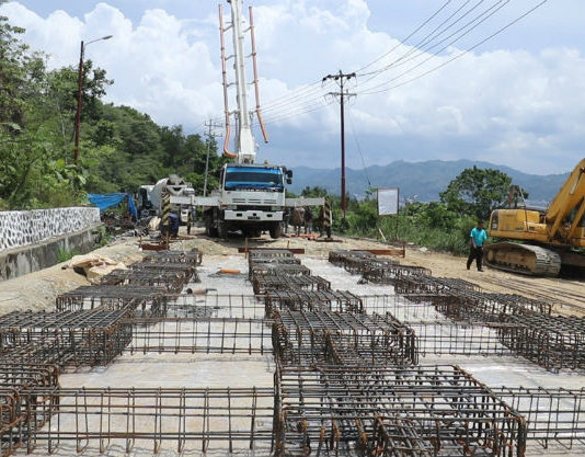 Caption : Pengerjaan rehabilitasi ruas jalan alternatif menuju arah Waena