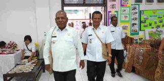 Bupati dan Wakil Bupati Jayapura ketika keluar dari tempat ibadah bersama 1 tahun kepemimpinan di Pemerintahan kabupaten Jayapura, 12 Desember 2018