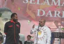 Gubernur Papua selaku Ketua Umum KPA Papua, Lukas Enembe didmapingi Ketua Harian KPA Papua, Yan Matuan saat menyampaikan sambutan kepada Tim relawan di Expo bulan Februari 2019 lalu