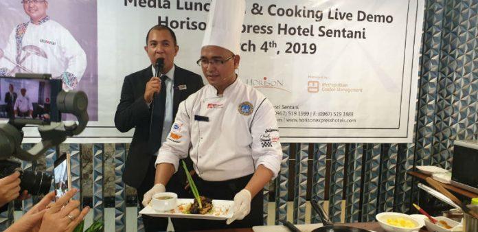 Caption : Kegiatan Media Luncheon and Cooking Live Media yang digelar Managemen Horex Hotel Sentani di Restaurant HoreX Hotel Sentani, Jalan Raya Sentani, Kota Sentani, Distrik Sentani, Kabupaten Jayapura, Senin (4/3/2019) kemarin siang
