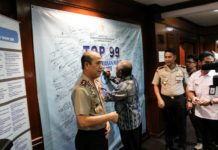 Kapolda Papua Irjen Pol Drs Boy Rafli Amar saat memimpin Presentasi RM Papeda di Kemen PANRB Jakarta.