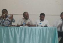 Samuel Tabuni selaku penanggung rencana aksi demo damai FMPFI bersama rekan-rekannya, saat memberikan keterangan pers di Marantha Susteran Waena, Rabu (25/7/2018).