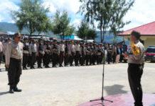Kapolres Paniai, AKBP Supriyagung saat memimpin gelar pasukan pengamanan Pilkada Paniai 2018
