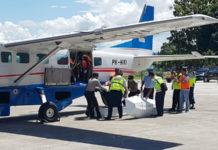 Jenazah korban jatuhnya pesawat Dimonim Air tiba di Bandara Sentani
