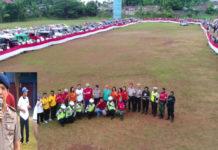 Peserta Pawai Merah Putih sebelum melakukan pawai dimulai di Lapangan SPN Jayapura (inzet : Kapolda Papua, Irjen Pol. Drs. Boy Rafli Amar,MH saat memberi arahan kepada peserta pawai)