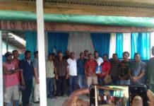 Caption : Keluarga korban bersama sejumlah elemen masyarakat dan warga Sanggen. Foto : free/PapuaSatu.com
