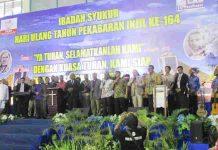 Caption: para pimpinan umat foto Bersama dengan para pejabat yang hadir dalam ibadah puncak HUT HPI 164 di GOR Cenderawasih. Foto : Sony/PapuaSatu.com