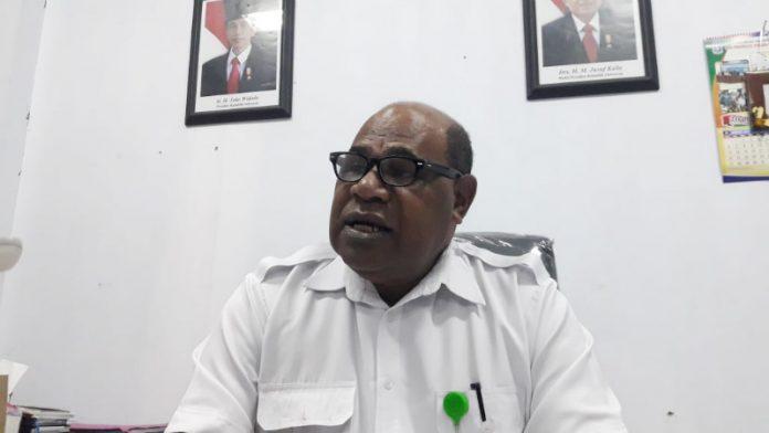 Caption : Kepala Dinas TPH Kabupaten Jayapura, Adolf Yoku, S.P., M.M. Foto : Ist/PapuaSatu.com