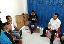 Caption: Bupati Muh. Markum saat bertemu Ketua KPU Keerom dan Ketua Bawaslu saat memantau pelaksanaan Pemilu di Kabupaten Keerom.