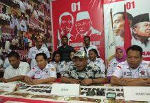 Caption : Kepala Biro Humas, Sosialiasi dan Media IT, Cahyo Agus Rianto, SH saat memberikan keterangan pers bersama pengurus Garda Indonesia Provinsi Papua, Jum'at (19/4/2019).