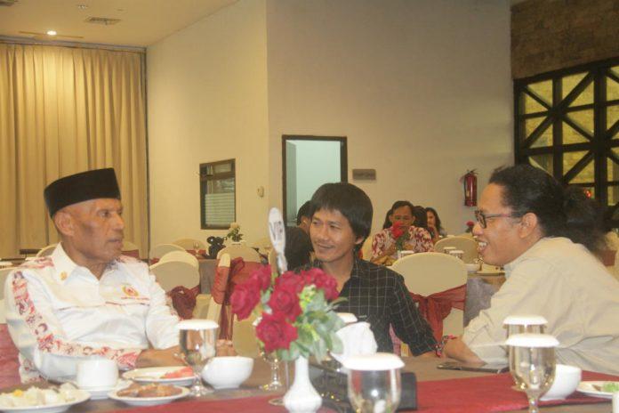 Wali Kota Jayapura Dr. Drs. Benhur Tommi Mano MM, saat bincang-bincang dengan wartawan pada acara buka puasa bersama di Gotel ASTON-Jayapura, Sabtu (25/5/2019).