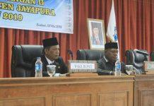 Caption : Wakil Bupati Jayapura Giri Wijayantoro dan Wakil Ketua II DPRD Kabupaten Jayapura Korneles Yanuaring pada pembukaan Masa Persidangan II Tahun 2019