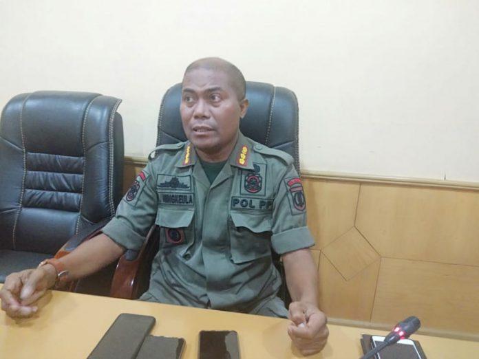 Caption : Kepala Satuan Polisi Pamong Praja (Satpol PP) Kota Jayapura, Mukhsin Ningkeula