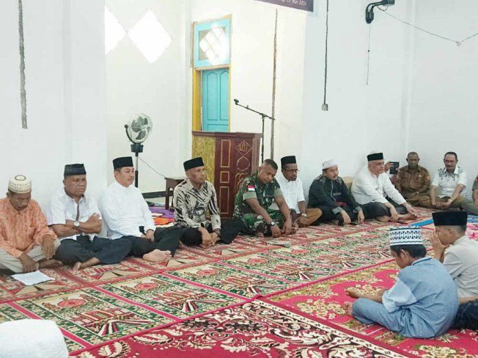 Caption : Suasana Safari Ramadhan Wali Kota Jayapura, Drs. Benhur Tomi Mano, MM dan Wakil Walikota di di Musholah Ah Rahman, Senin (13/5/2019) sore.