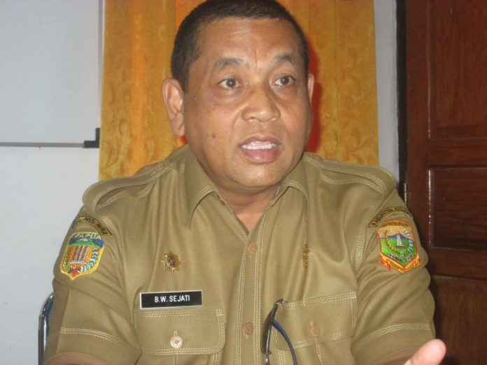 Caption: Sekretaris Daerah Kabupaten Keerom Blasius Waluyo Sejati
