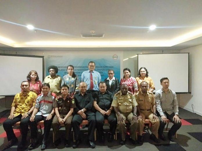 Caption : foto bersama BPJS Kesehatan Provinsi Papua, Kepala DPM-PBPPTSP Kota Jayapura, Kepala Kejaksaa Negeri Jayapura beserta jajarannya usai pertemuan, Rabu (29/5/2019) di sebuah Hotel di Jayapura