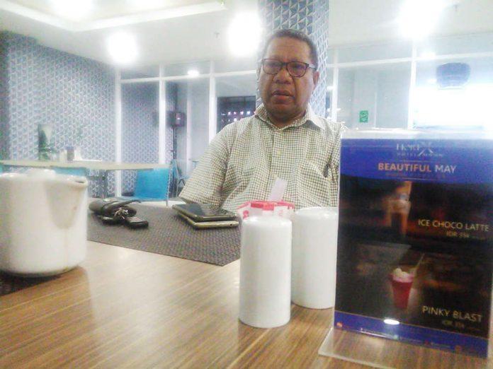 Ketua LSM Papua Bangkit, Ir. Hengky Jokhu yang juga salah satu intelektual Tanah Tabi saat memberikan keterangan pers, pada Kamis (30/5/2019) siang.