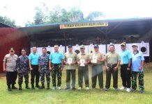 Caption : Kapolda Papua dan Pangdam XVII/Cenderawasih, saat foto bersama dengan pemenang lomba nembak pistol di lapangan tembak SPN Polda Papua, Jum'at (21/6/2019) tadi pagi.