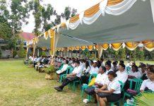 Caption : Sebelum mengikuti Tes Sistem CAT, peserta CPNS saat mendengar sambutan Wali Kota Jayapura di lapangan SMK N II Jayapura, Rabu (19/6/2019) pagi.
