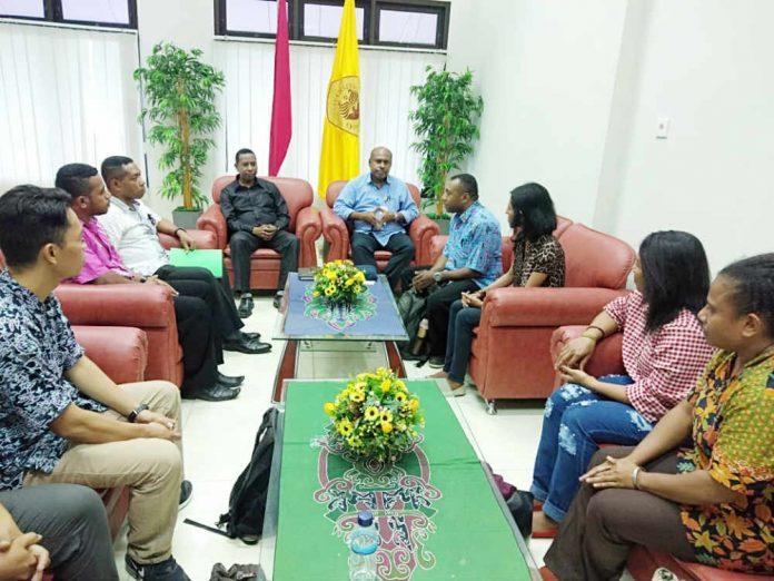 Caption : Suasana pertemuan antara Mata Garuda Papua dan Rektoe Uncen, Kamis (27/6/2019) sore di ruangan Rektor Uncen.