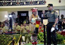 Caption : Panglima Kodam Mayjen TNI Yosua Pandit Sembiring, S.I.P, saat ,membuka kejuaraan karate terbuka untuk memperebutkan Piala bergilir Pangdam XVII/Cenderawasih, pada Kamis (11/07/2019).
