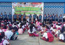 Caption : Hari Pertama masuk sekolah SD Kristen Kalam Kudus Jayapura mengikuti apel di lapangan SD SKKK Jayapura, Senin (15/07/2019) pagi