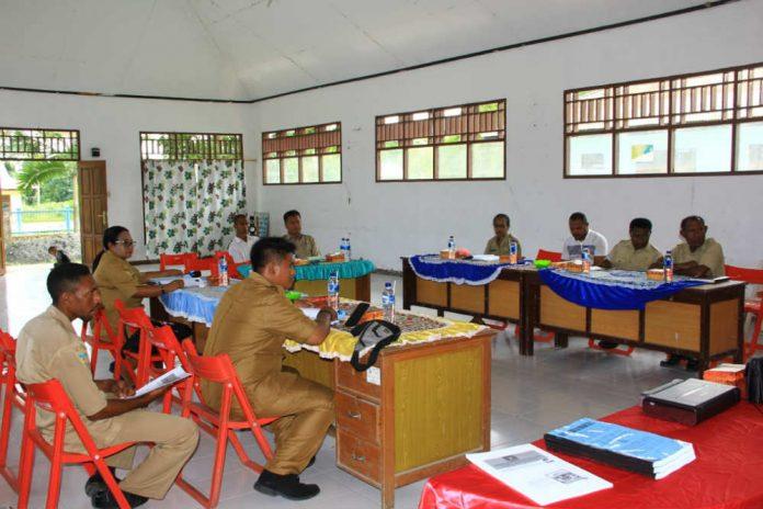 caption : suasana rapat koordinasi di Aula Kantor Dinas Kelautan dan Perikanan Kabupaten Waropen