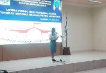 Salah Satu Siswi SMA ketika ikut lomba pidato dalam rangka memperingati Hari Anak Nasional Tahun 2019, di Aula Lantai II Kantor Bupati Jayapura, Rabu (17/7/2019) kemarin.