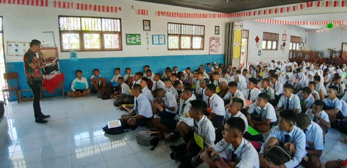 Caption : suasana penyuluhan terkait UU Informasi dan Transaksi Elektronik (ITE) dan Sistem Peradilan Pidana Anak (SPPA) dari Kemenkumham Papua
