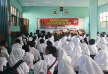 Caption Foto : Suasana Penyuluhan Di Aula SMA YPKP AL-Fatah Kabupaten Jayapura, Senin (22/7/2019)