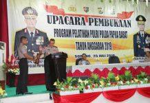 Caption : Kapolda Papua Irjen Pol Drs. Rudolf Albert, saat membuka Pelatihan Polri Polda Papua Barat Tahun 2019, di Gedung Sirambe Kota Sorong Provinsi Papua Barat, Kamis (25/07/2019) tadi pagi.