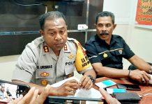 Kapolres Jayapura Kota, AKBP Gustaf R Urbinas didampingi Kasubid Humas Polres Jayapura Kota Iptu Jahja Rumra