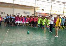 Caption : Wali Kota Jayapura, Dr Drs Benhur Tomi Mano, MM saat membuka lomba Futsal Walikota Cup 2019 didampingi oleh Kepada Dinas Pemuda dan Olahraga (Dispora) Kota Jayapura, Rocky Bebena di Lapangan Boulevard Entrop-Jayapura, Senin (5/8/2019)