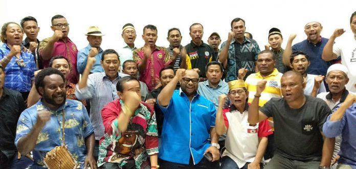 Caption : Foto bersama Paguyuban Nusantara usai melakukan pertemuan dan jumpa pers saat menyuarakan yel-yel nusantara, Kamis (22/8/2019)