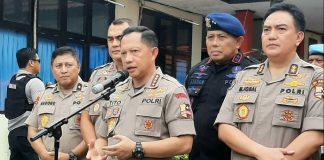 Kapolri Jenderal Pol. Tito Kanavian memberi keterangan pers usai menjenguk ketiga personil Polri yang sedang menjalani perawatan di RS Bhayangkara, Kamis (5/9/19)
