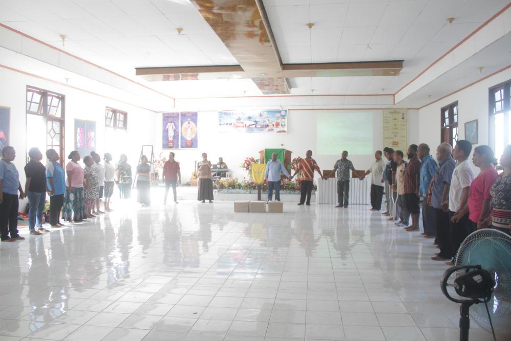 Caption : Suasana Ibadah puasa bersama di gereja Viktori Melanesia, Abepantai, distrik Abepura