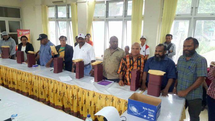 """Caption : Tim Devisi Humas KPA Provinsi Papua siap turun ke lima wilayah adat untuk menjalan Visi Misi """"Selamat yang Sisa dari Yang tersisa dengan sasaran untuk pemulihan para Odha."""