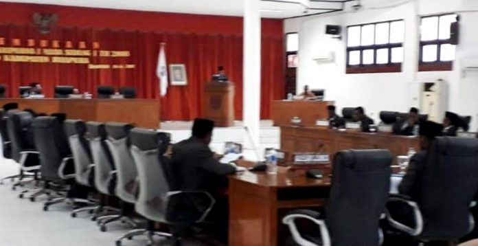 Suasana Persidangan Untuk Masa Persidangan lll DPRD Kabupaten Jayapura, Senin (9/9/2019)