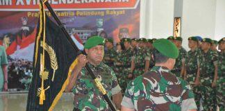 Caption : Mayjen TNI Herman Asaribab, saat menerima tongkat estafet sebagai Panglima Kodam XVII/Cenderawasih di Aula Tonny A. Rompis Makodam XVII/Cenderawasih, Selasa (17/9/2019).