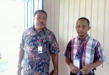 Caption : Rektor USWIM, Drs. Petrus I. Suripati. M.Si, didampingi salah satu Dosen USWIN saat memberikan keterangan pers